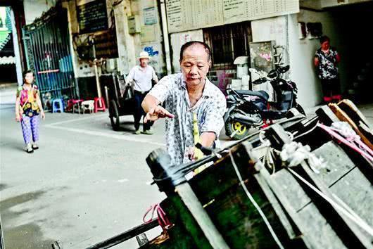 孝感残疾老人义务服务小区,大家为他的正能量点赞![图2]