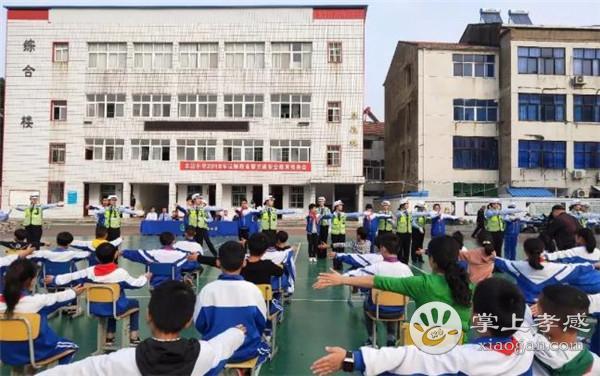 孝感公安交警来到孝南区车站小学开展法治课堂!