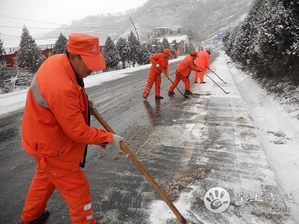 孝感市公路部门全力以赴除雪防滑保畅通[图1]