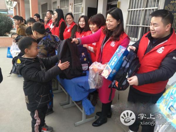 安陆南城街道志愿服务者看望贫困留守儿童 [图1]