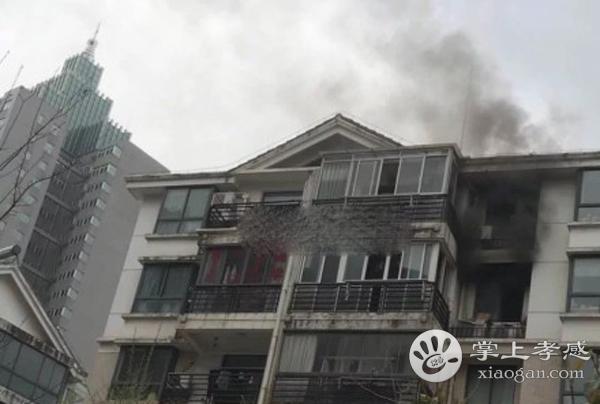 惊险!孝感城区某居民楼发生火灾,现场浓烟滚滚![图1]