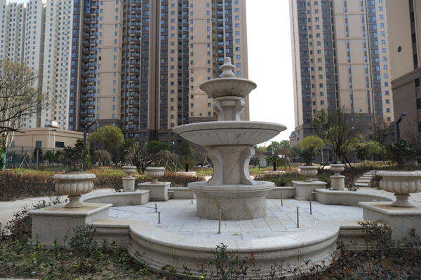 金张湾花园 精装三居室 家具家电齐全 1700元/月