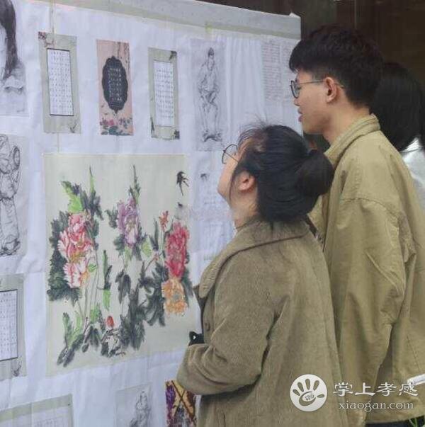 湖北职院弘艺书画协会举办大学生书画展[图1]