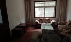 香澳路步行街135平精装房  三室两厅一卫  1500元/月