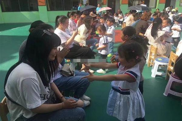 孝感三里阳光幼儿园开展母亲节主题活动