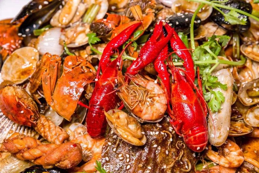 孝感這家海鮮鍋真不錯,美女意外吃嗨!