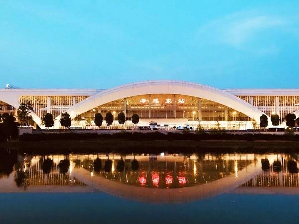 哪几路公交可以到孝感东站/火车站/汽车站?去武汉的城铁有哪几趟?