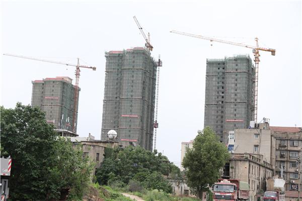 孝感澴河盛都5月份工程进度:33#外架拆除完毕,正在走水电管道