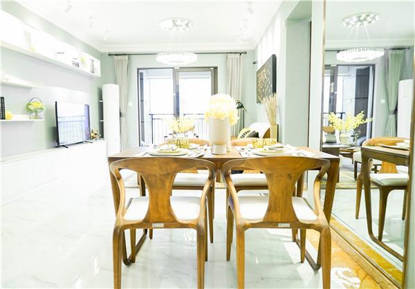 西湖明珠120平精装房 三室两厅一卫 2100元/月