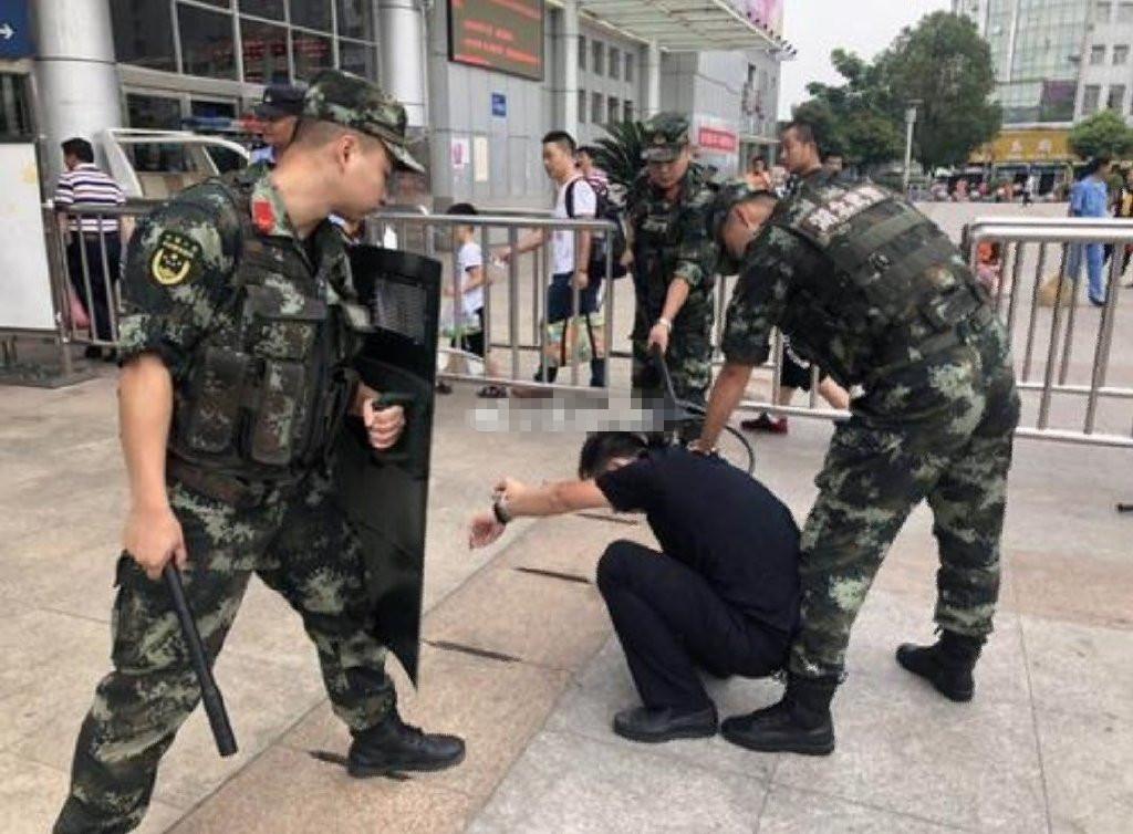 孝感火车站派出所联合驻站警力开展反恐防暴演练活动
