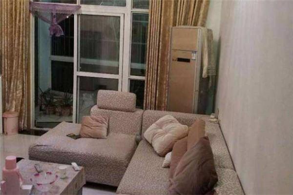 福星城 精装好楼层电梯房3室2厅1卫  106平 家具家电齐全 拎包入住 2500元/月