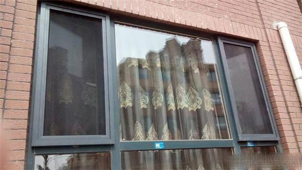 宝航街学院附近,精装修三居室楼梯2楼,家电齐全.拎包入住 1250元/月