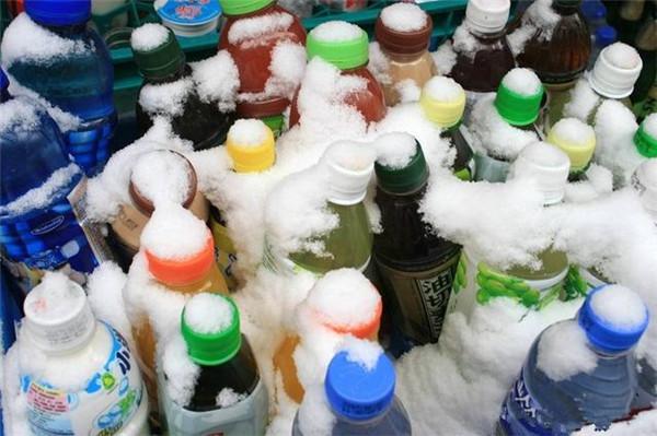 善解人意的孝感伢帮你带冰饮料!结果是……