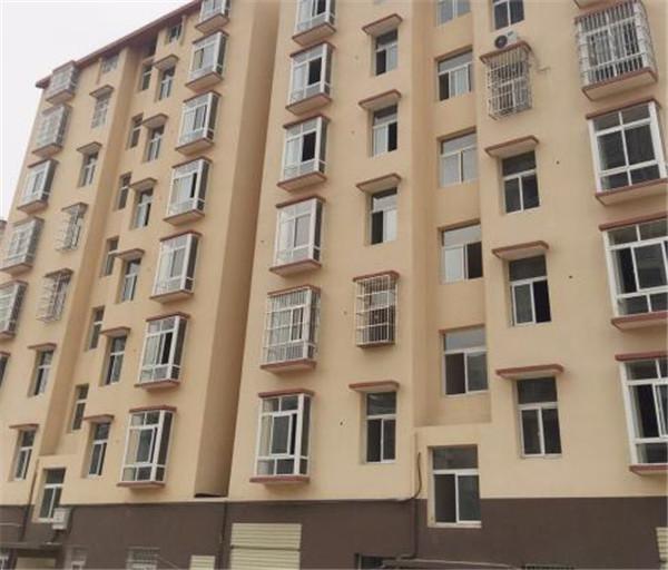 鸿博学府150平精装房 四室两厅两卫 2400元/月