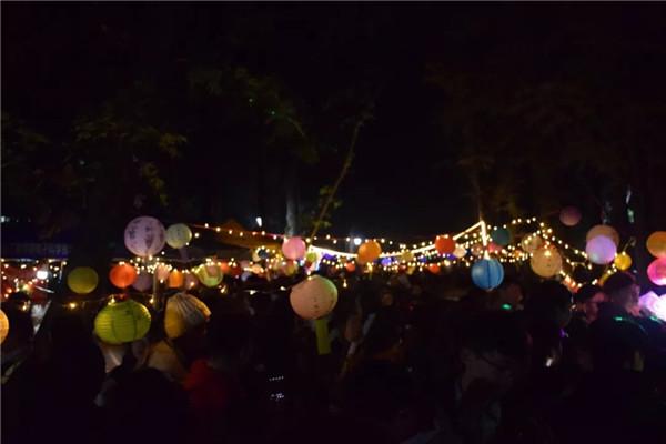 湖北工程学院暖冬灯会昨晚在三里林荫道举办,你去了没?