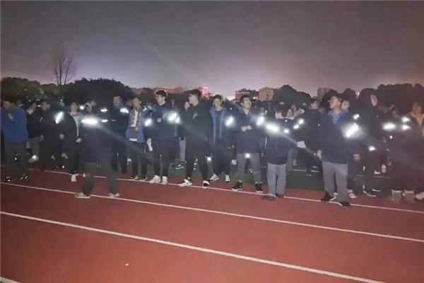 教科书式撤离!孝感高中3500多人2分钟完成疏散!