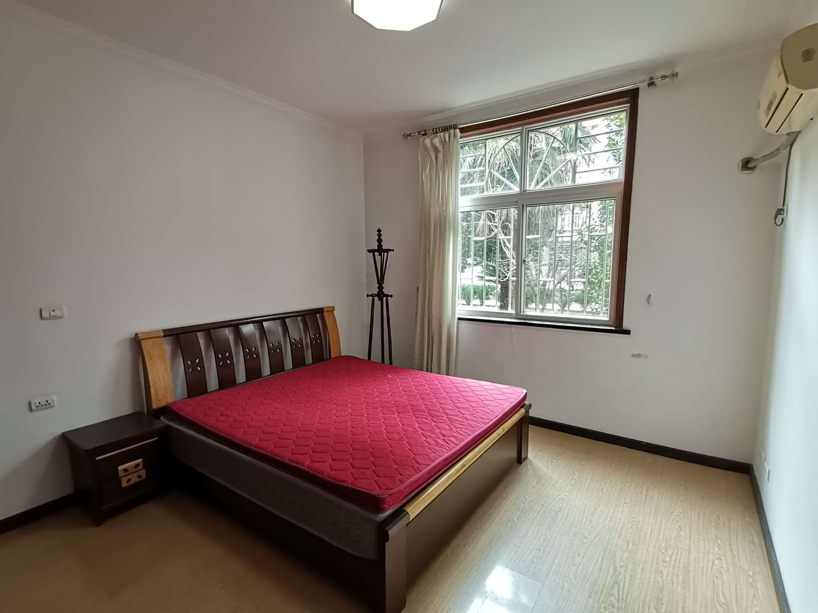 乾坤名城140平米大3房出租,步梯一楼