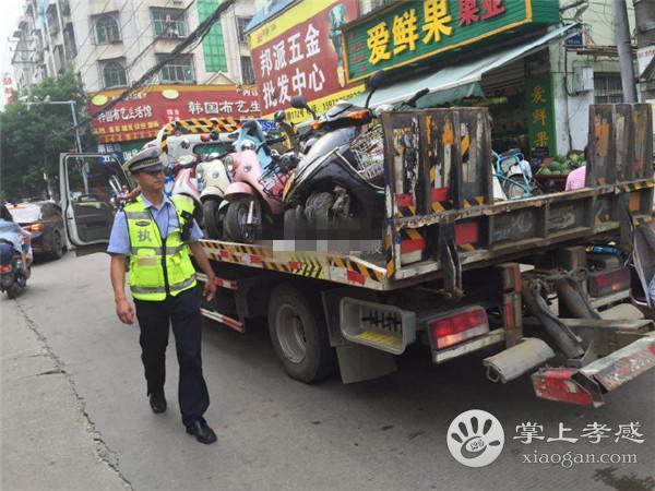 孝感交警联合城管在北京二路开展整治活动[图1]