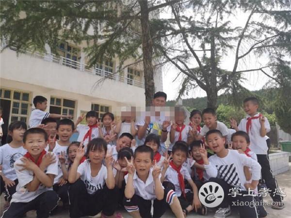 90后小伙从上海回到家乡!为安陆山区孩子过集体生日![图2]
