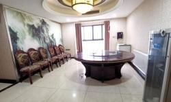 银泰城旁 全洲盛世城 三房精装122平 面积大适合做办公室 有钥匙 6000元/月