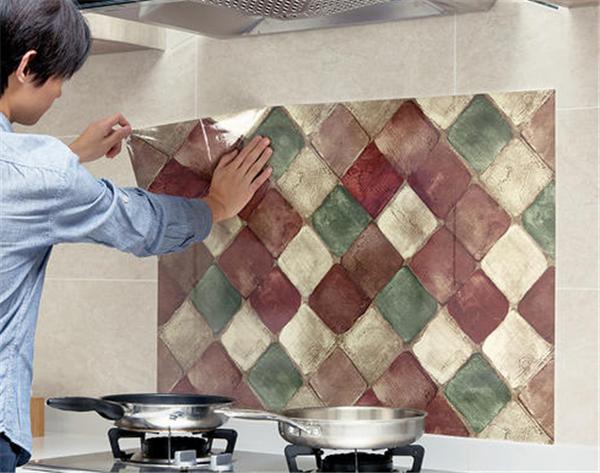 孝感厨房装修粘贴防油贴纸要注意什么?厨房粘贴防油贴纸注意事项介绍