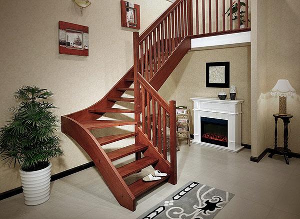 孝感楼梯装修选择什么材质的护墙板?什么材质的护墙板好?