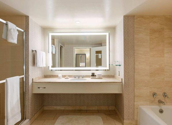 孝感卫生间装修如何选购浴室镜?选购浴室镜需要注意什么?
