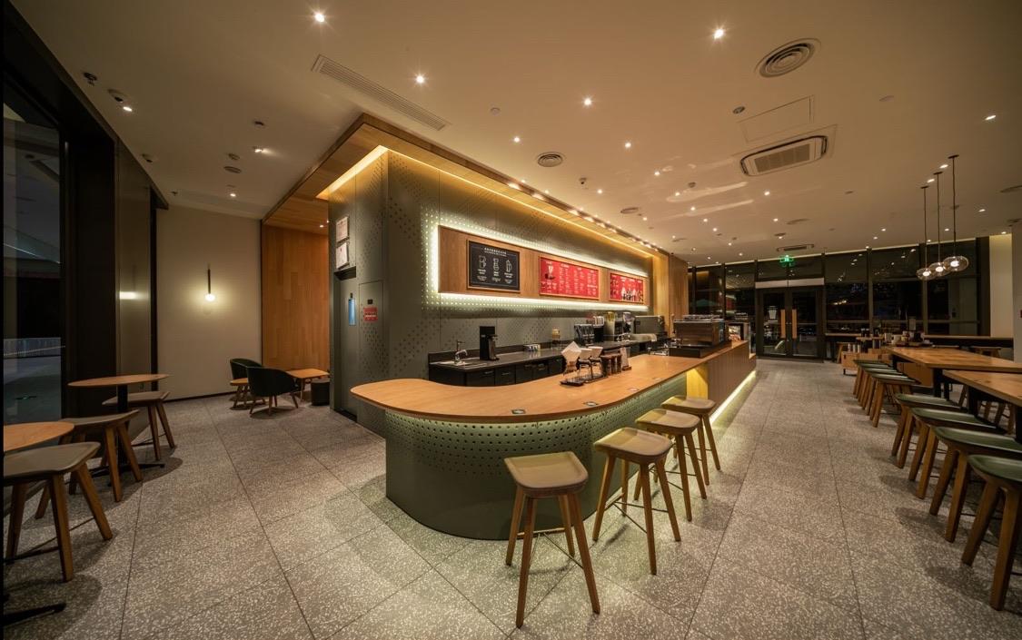 星巴克11月13日正式开业啦,据说前100名到店的小伙伴有惊(礼)喜(品)喔!